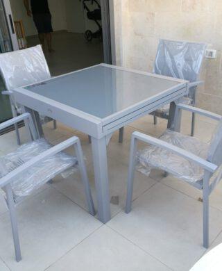 """שולחן אלומיניום 90X90 ס""""מ נפתח ל-180 ס""""מ כולל 4 כיסאות"""