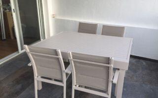 שולחן 135/270 אלומיניום כולל 4 כסאות דגם לירון צבע שמפניה